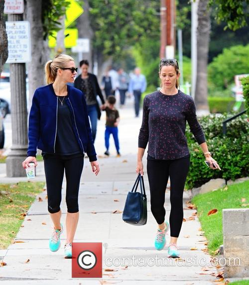 Jennifer Garner runs errands with friend