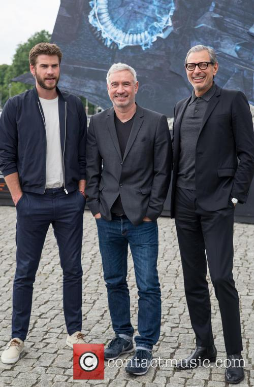 Chris Hemsworth, Roland Emmerich and Jeff Goldblum 8