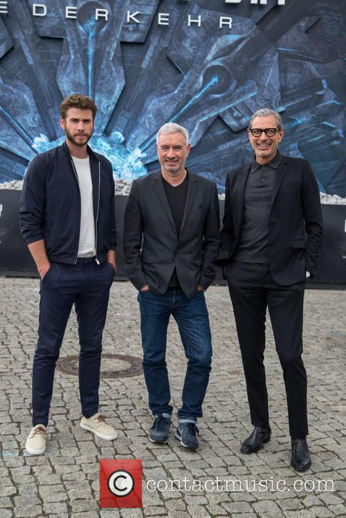 Chris Hemsworth, Roland Emmerich and Jeff Goldblum 10