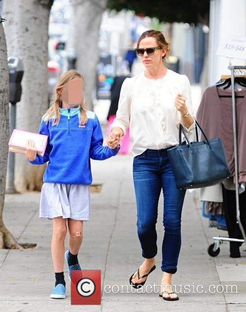 Jennifer Garner and Violet Affleck 5