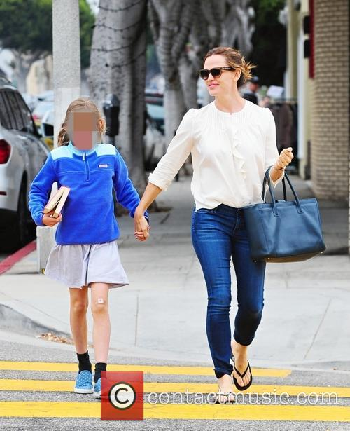 Jennifer Garner and Violet Affleck 9