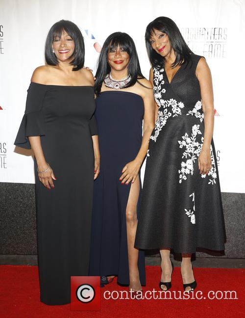 Sister Sledge, Debbie Sledge, Joni Sledge and Kim Sledge 3