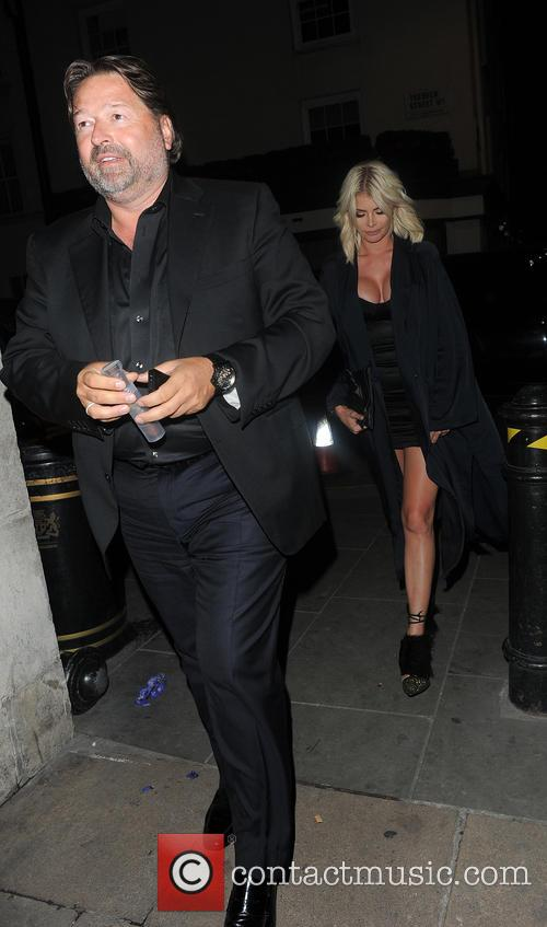 Chloe Sims and Robert Tchechloe Simsnguiz 8