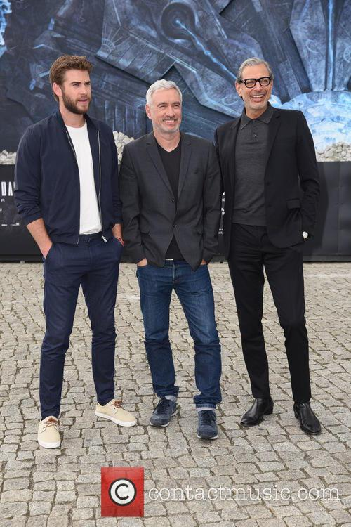 Liam Hemsworth, Jeff Goldblum and Roland Emmerich 8