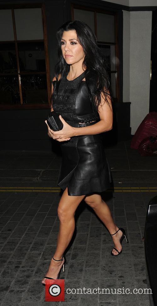 Kourtney Kardashian enjoys a night out at Lou...