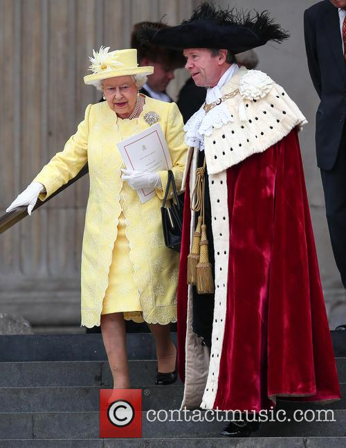 Queen Elizabeth Ii and Lord Mayor Of London Jeffrey Evans 2