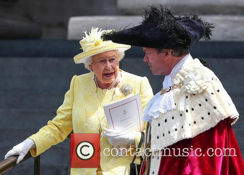 Queen Elizabeth Ii and Lord Mayor Of London Jeffrey Evans 9