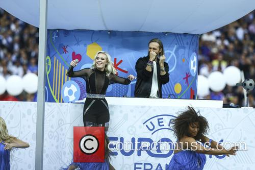 David Guetta and Zara Larsson 3