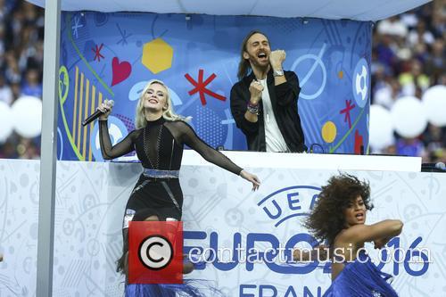 David Guetta and Zara Larsson 4