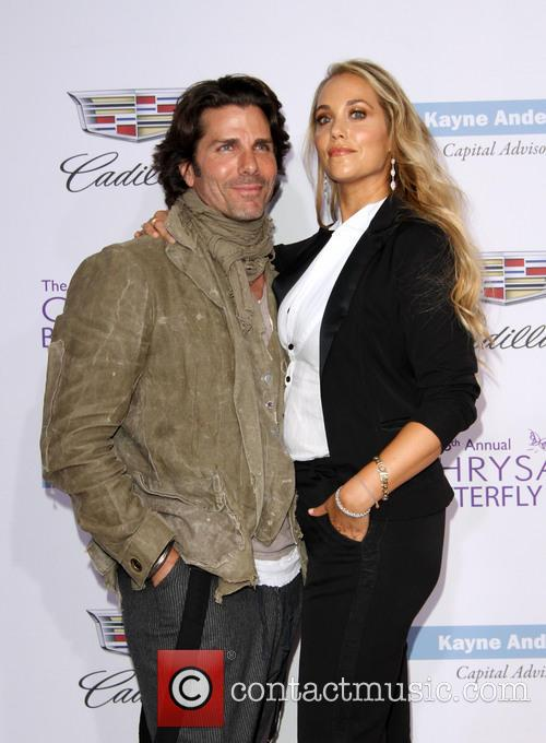 Elizabeth Berkley and Husband Greg Lauren 7