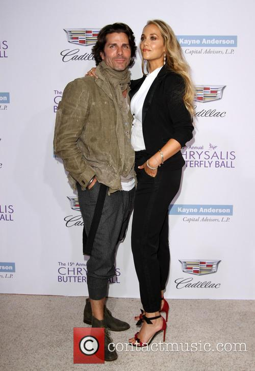 Elizabeth Berkley and Husband Greg Lauren 8
