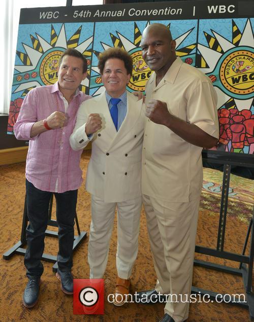 Julio César Chávez, Romero Britto and Evander Holyfield 5