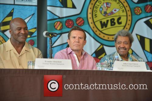 Evander Holyfield, Julio César Chávez and Don King 5