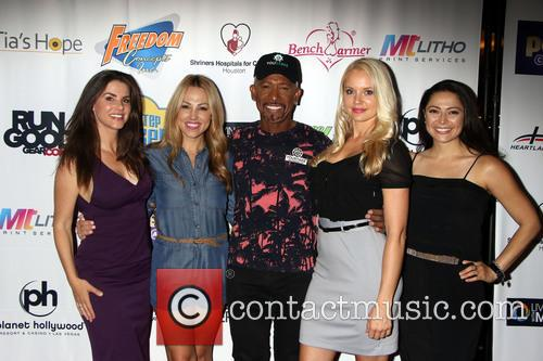 Alison Waite, Jessica Hall, Montel Williams, Stacy Fuson and Pilar Lastra 7