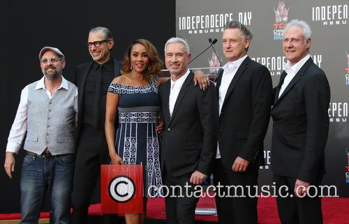 John Storey, Jeff Goldblum, Vivica A. Fox, Roland Emmerich, Bill Pullman and Brent Spiner 2