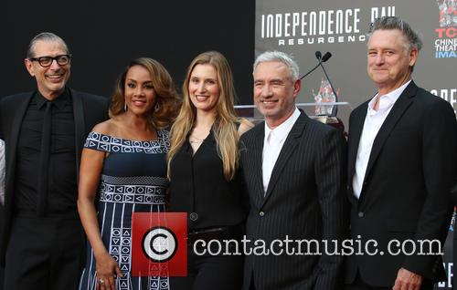 John Storey, Jeff Goldblum, Vivica A. Fox, Roland Emmerich, Bill Pullman and Brent Spiner 3