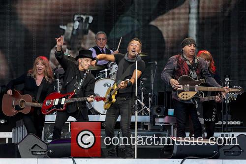 Bruce Springsteen, Steven Van Zandt, Max Weinberg, Nils Lofgren, Patti Scialfa and Soozie Tyrell 5