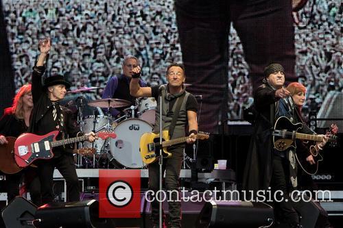 Bruce Springsteen, Nils Lofgren, Steven Van Zandt, Max Weinberg and Patti Scialfa 2