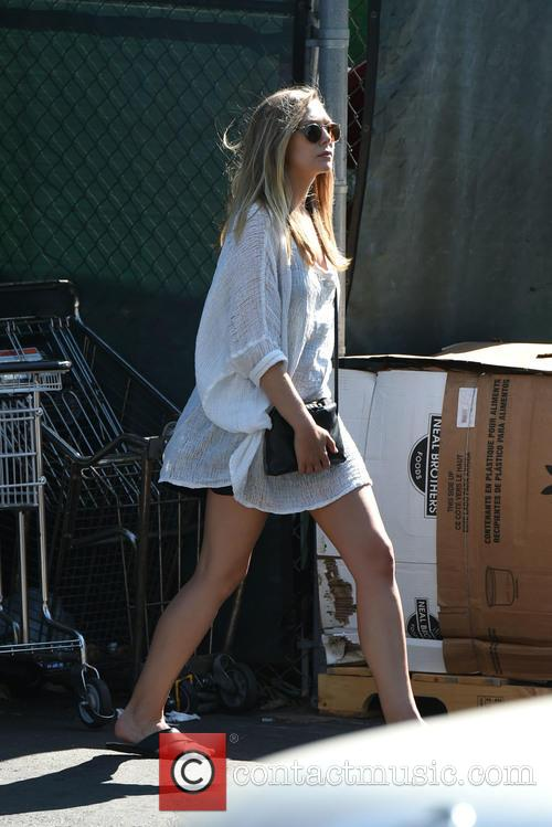 Elizabeth Olsen returns her cart