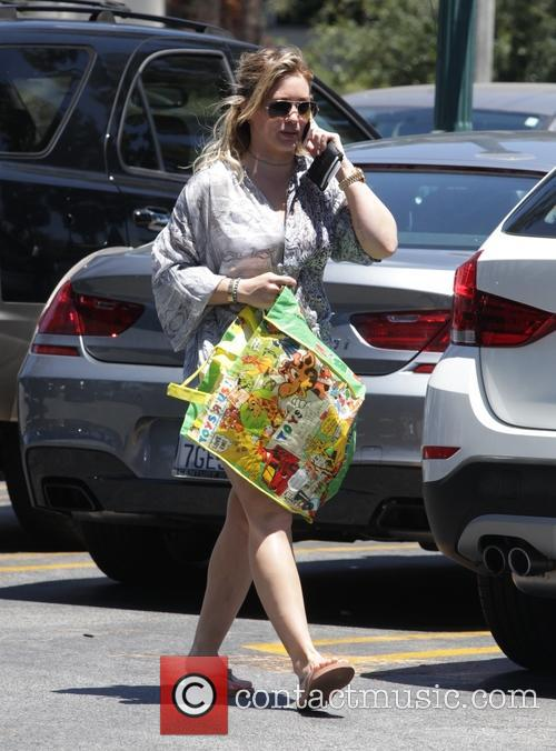 Hilary Duff shopping for 4th of July celebrations