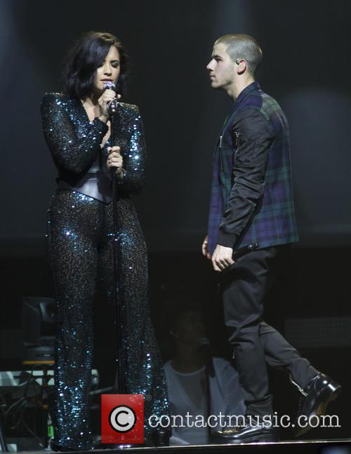 Demi Lovato and Nick Jonas 10