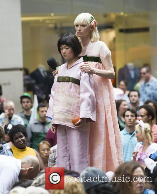 Seo-hyeon Ahn and Tilda Swinton 4