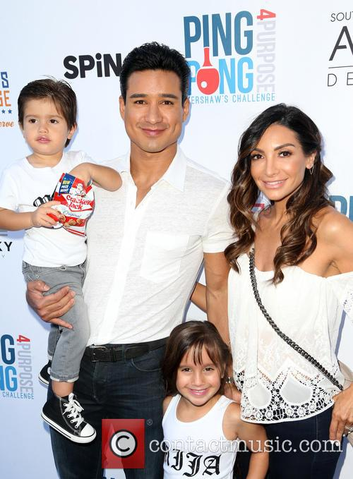 Mario Lopez, Dominic Lopez, Gia Francesca Lopez, Courtney Mazza and Courtney Lopez 4