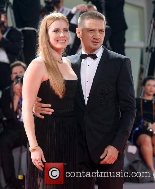 Amy Adams and Jeremy Renner 5