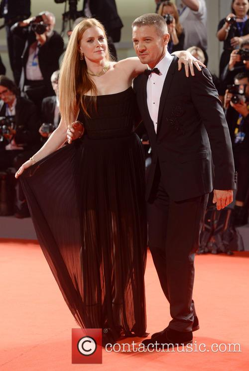 Amy Adams and Jeremy Renner 6