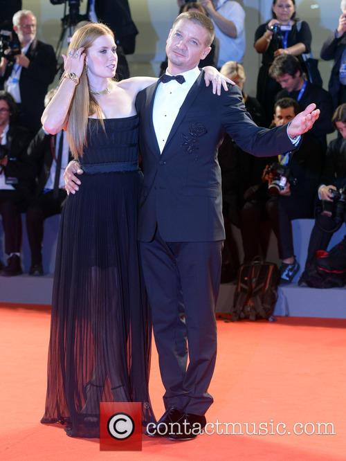 Amy Adams and Jeremy Renner 7