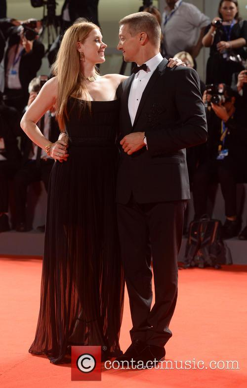 Amy Adams and Jeremy Renner 9