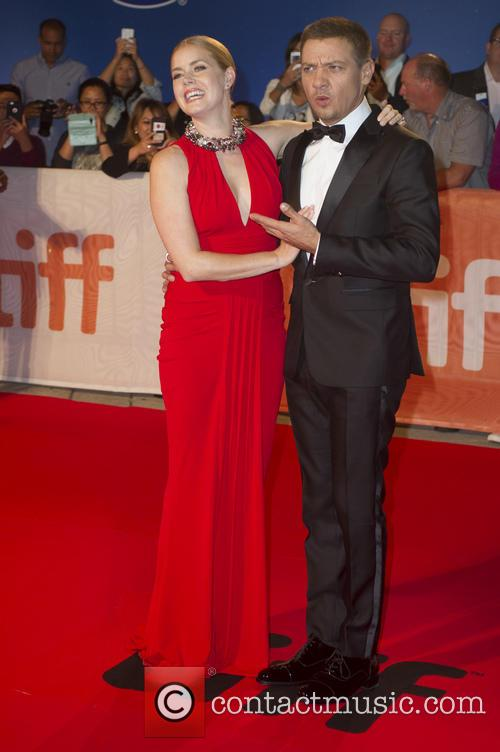 Jeremy Renner and Amy Adams 10