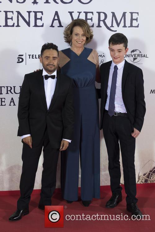 Sigourney Weaver, Jose Antonio Bayona and Lewis Mcdougall 6