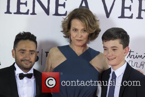 Sigourney Weaver, Jose Antonio Bayona and Lewis Mcdougall 7