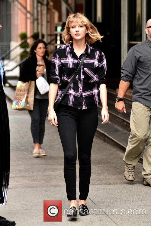 Taylor Swift leaves her Tribeca apartment
