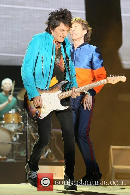 Ronnie Wood and Mick Jagger 10