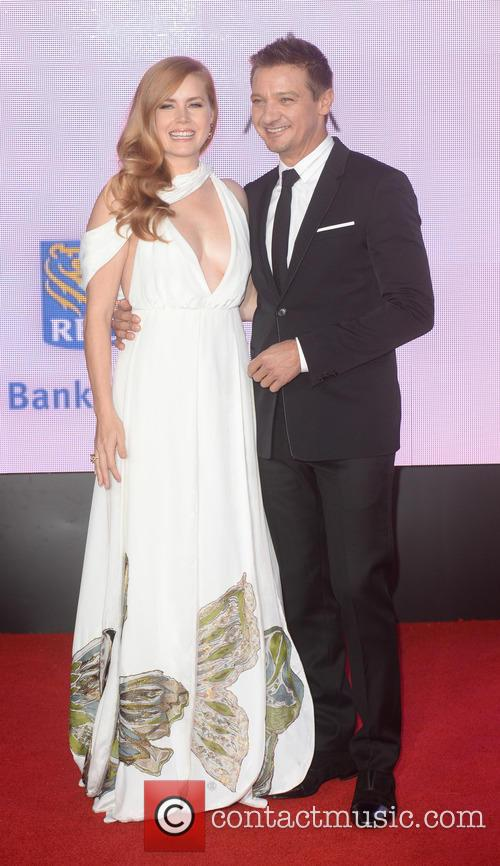 Jeremy Renner and Amy Adams 2