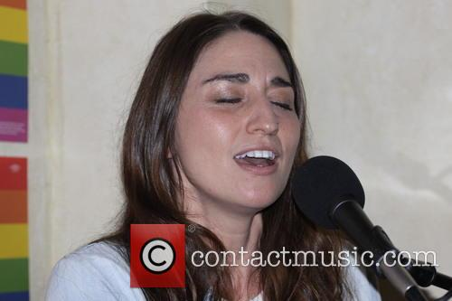 Sara Bareilles campaigns for Hillary Clinton with a...