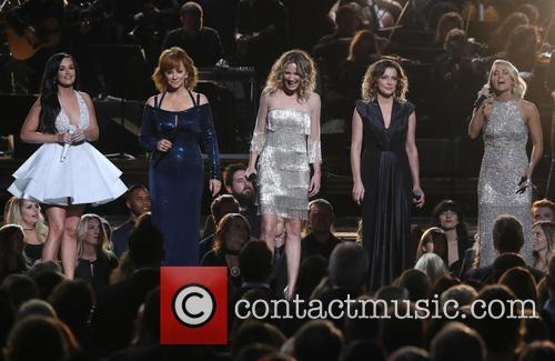 Kacey Musgraves, Reba Mcentire, Jennifer Nettles, Martina Mcbride and Carrie Underwood 6
