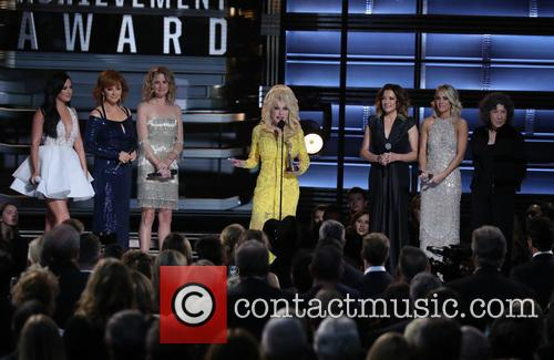 Kacey Musgraves, Reba Mcentire, Jennifer Nettles, Dolly Parton, Martina Mcbride and Carrie Underwood 8