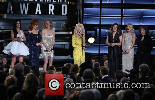 Kacey Musgraves, Reba Mcentire, Jennifer Nettles, Dolly Parton, Martina Mcbride and Carrie Underwood 9