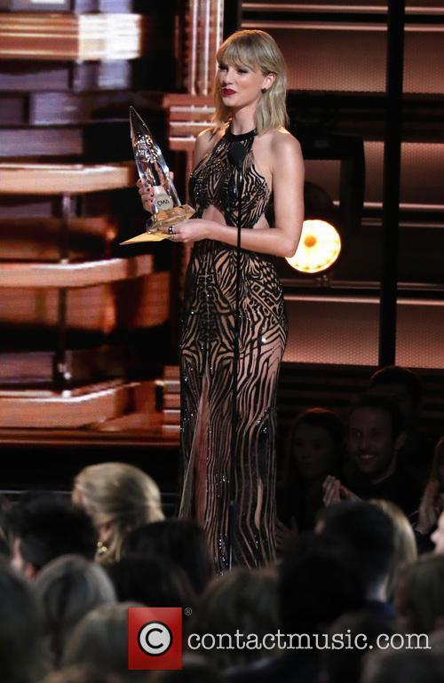 Taylor Swift at the CMA Awards 2016