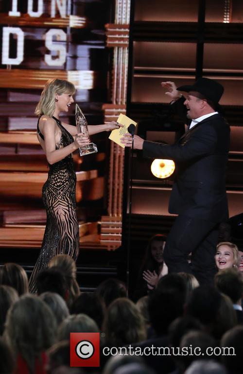 Taylor Swift and Garth Brooks 10