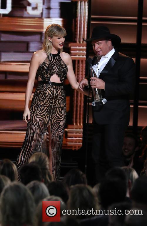 Taylor Swift and Garth Brooks 11