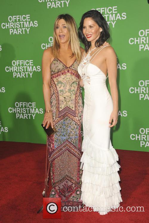 Jennifer Aniston and Olivia Munn 1
