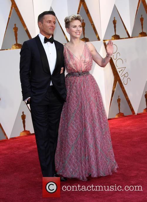 Joe Machoda and Scarlett Johansson
