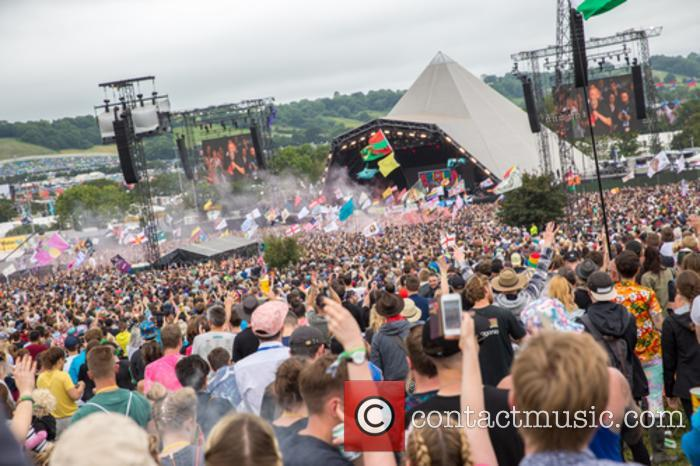 Glastonbury festival to ban plastic bottles