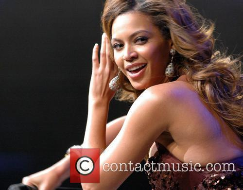 Beyonce Knowles, Glamorama and Chicago Theatre 1