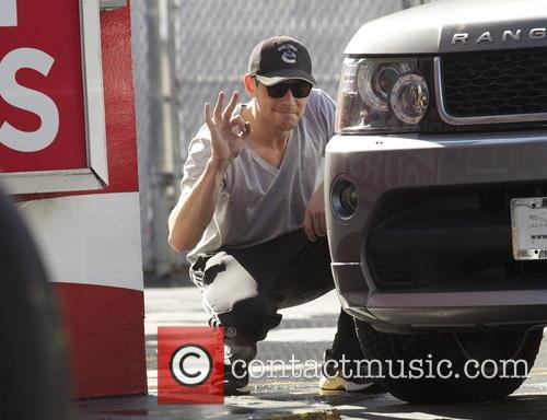 EXCLUSIVE 'Glee' star Cory Monteith fixes a flat...