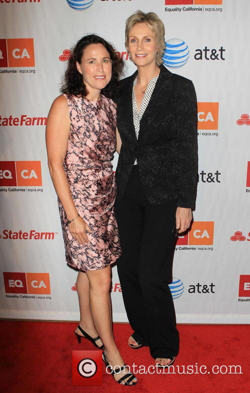 br> * JANE LYNCH TO DIVORCE GLEE star...